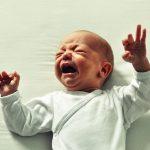 夜泣きやぐずり泣き。驚くべき原因と対策とは?